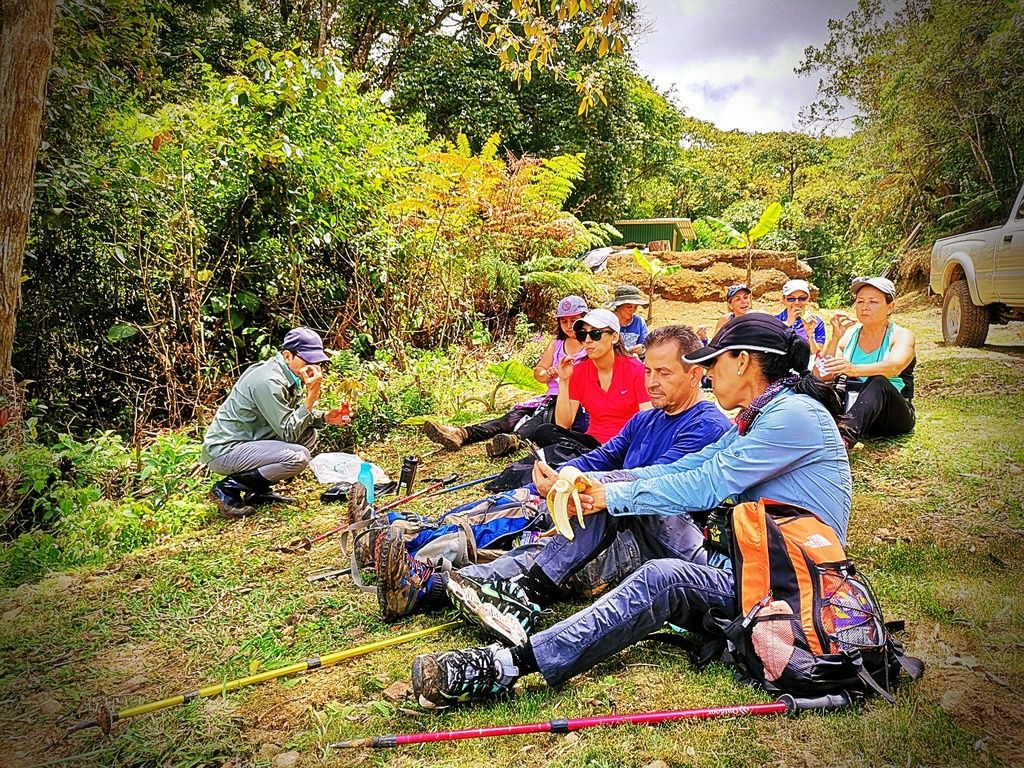 Ticos A Pata Hiking Trekikng Caminata Romería entre Montaña